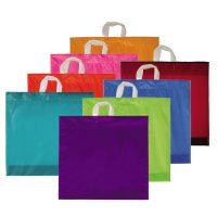 Farbige Einkaufstragetaschen aus Plastik mit Schlaufe