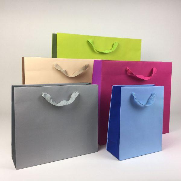 Karton/Papier Tragetasche mit Schlaufe bunt