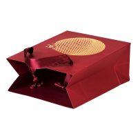 Tragetasche als Geschenkverpackung in roter Farbe